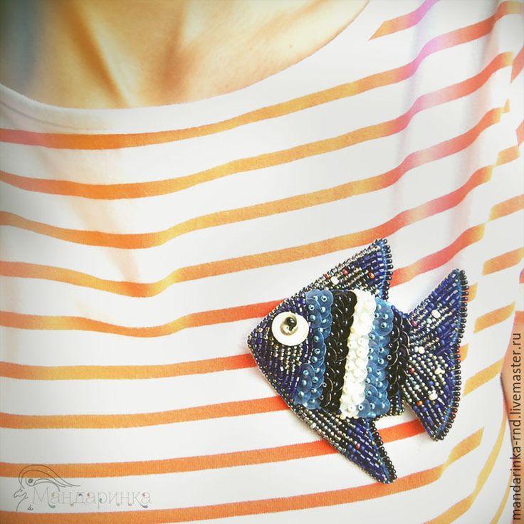 Купить Брошь из бисера и пайеток Рыбка-тельняшка - рыбка, рыба, тёмно-синий, брошь из бисера