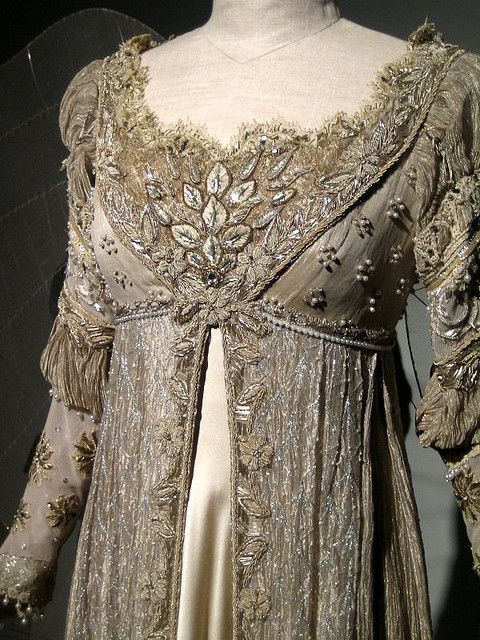 Detail- regency dress, 1800-1815. Kinda looks like the Ever After dress.
