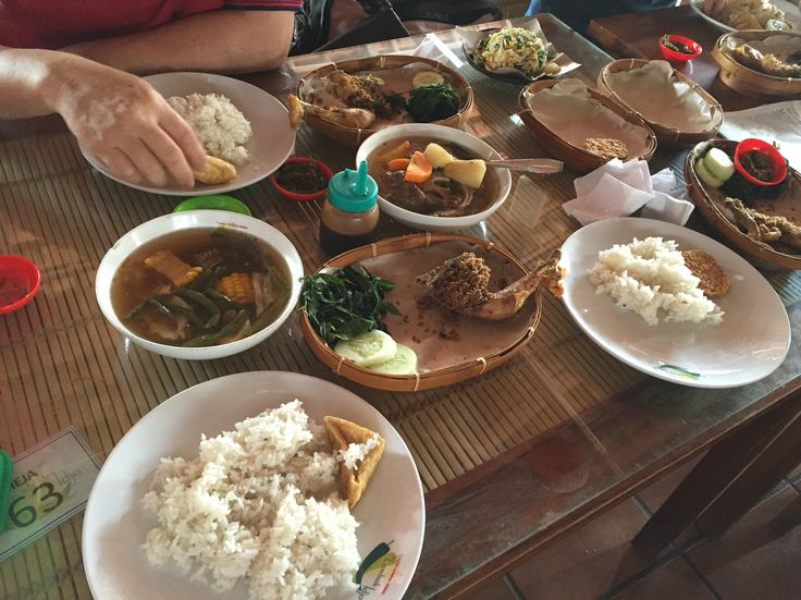 javanese foods! green chili fried chicken, sayur asam, and soo buntut, Central Java, Semarang, Lombok idjo. YUM!!