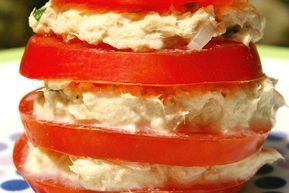 Millefeuille de tomate, thon, fromage