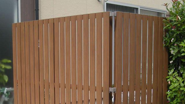 縦格子木粉入り樹脂フェンス