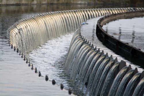 Canal en Puente Decantador Aguas negras o servidas Depuradora EDAR, Planta PTAR