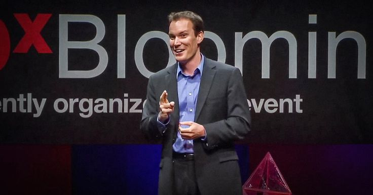 We believe that we should work to be happy, but could that be backwards? In this fast-moving and entertaining talk, psychologist Shawn Achor argues that actually happiness inspires productivity. (Filmed at TEDxBloomington.)