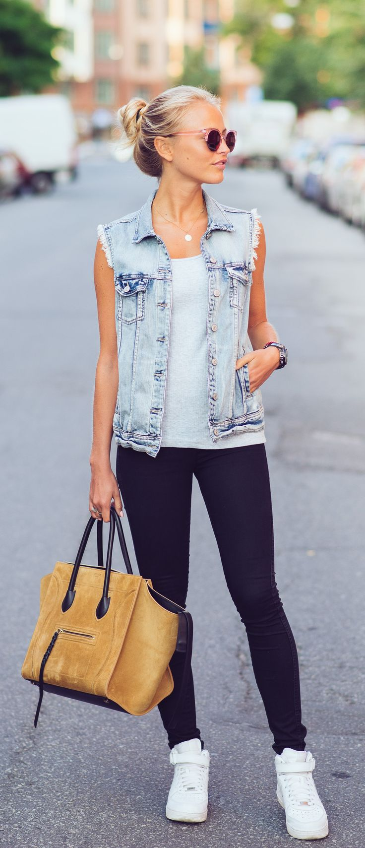 »Janni Deler is wearing a denim vest from Lindex, jeans from Gina Tricot, bag from Céline and shoes from Nike«