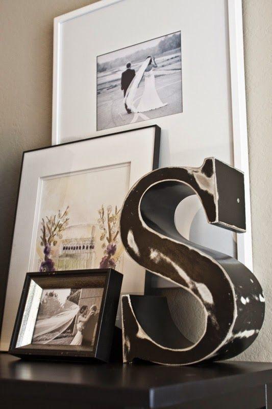 Questa settimana, finalmente, arriveranno le tanto attese foto del matrimonio!  Abbiamo aspettato a lungo ad appendere quadri, specialmente ...