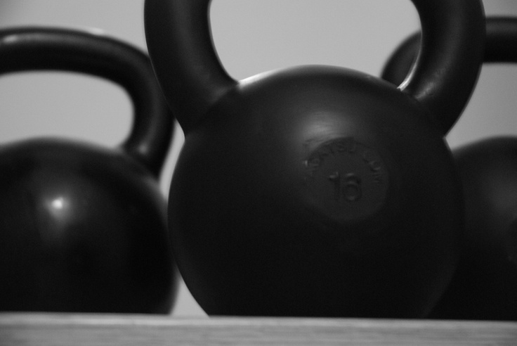 The ultimate beginners buyers guide/information guide to kettlebells!  What is a good kettlebell?  Where is the best place to buy kettlebells?  What weights should you start with?  All those questions are answered here!