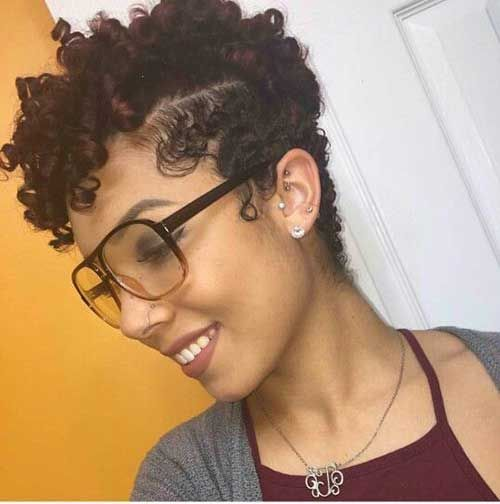 13. Short Curly Hairstyle for Black Women…