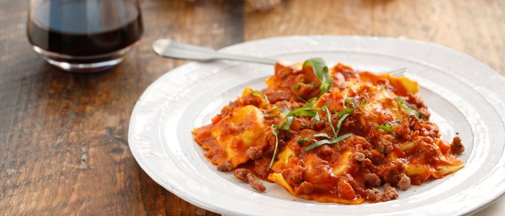 Recipes by Giovanni Rana - Spinach & Ricotta Ravioli with Italian Sausage Marinara. Try the unique taste of your creations!