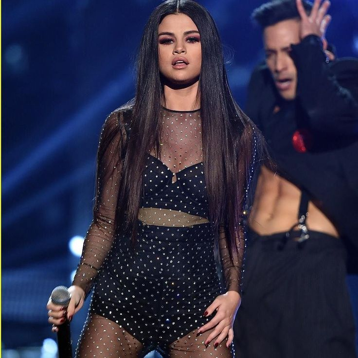 "Selena Gomez will present her new song ""Wolves"" at the 2017 American Music Awards the November 19 Selena Gomez presentará su nueva canción Wolves en los American Music Awards 2017 el próximo 19 de noviembre  #SelenaGomez #Selena #Selenator #Selenators #Fans"