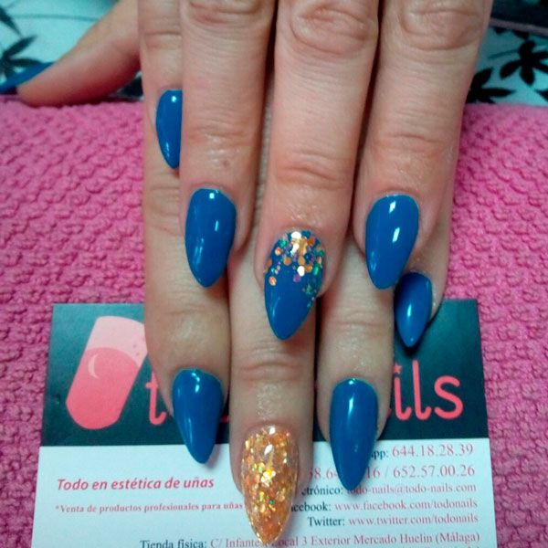 U as de gel con acabado en esmalte permanente azul y glitter oro u as decoradas por todo nails - Unas permanentes decoradas ...