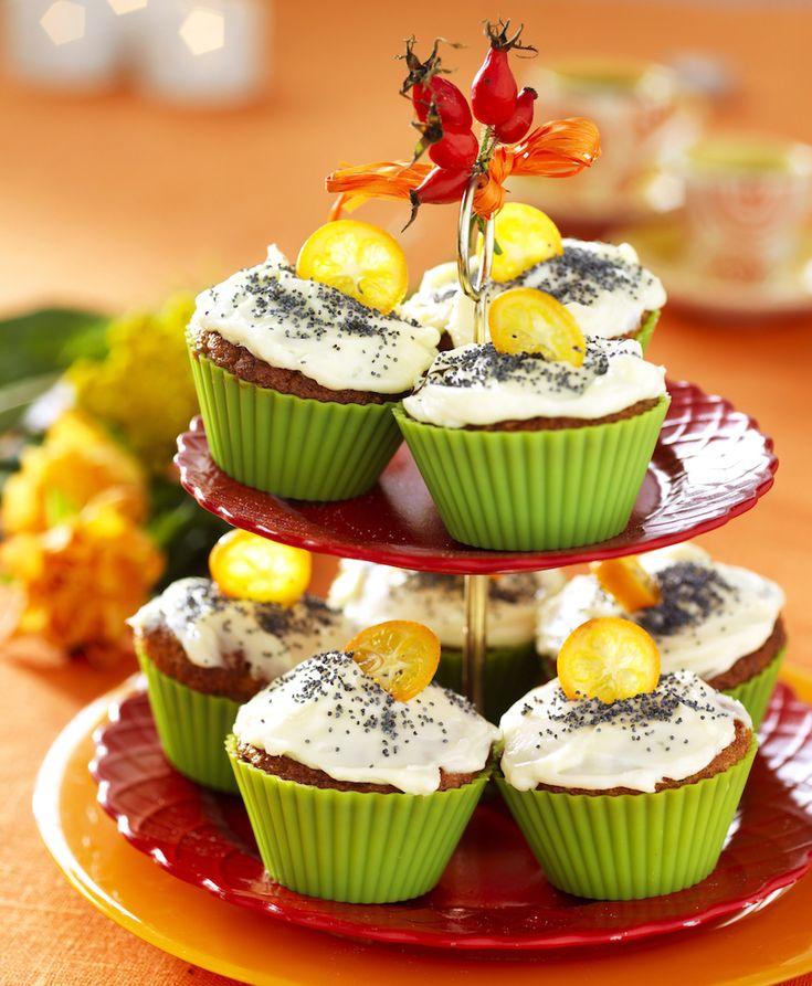 Överraska och bjud på finfika i helgen. Recept smarriga morotsmuffins med apelsinfrosing får du här!