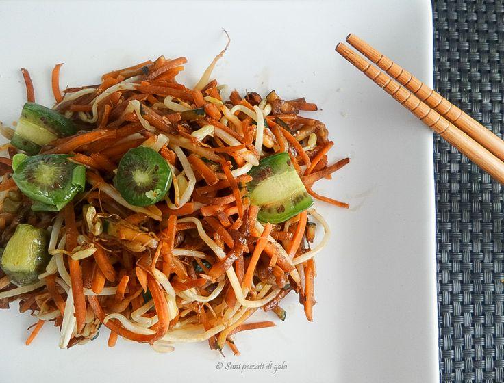 Wok di verdure e germogli di soia con baby kiwi | Sani peccati di gola