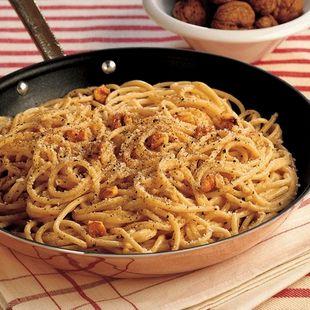 Recipe for Spaghettoni With Pecorino, Pepper And Walnuts : La Cucina Italiana