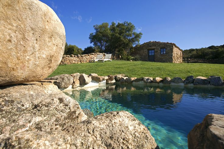 A Persia Corsica Sleeps up to 2. Set in its own walled garden, just minutes away from the sea, this is a perfectly private, romantic retreat, with fine views from its hilltop in the unspoilt enclave of Domaine de Murtoli.