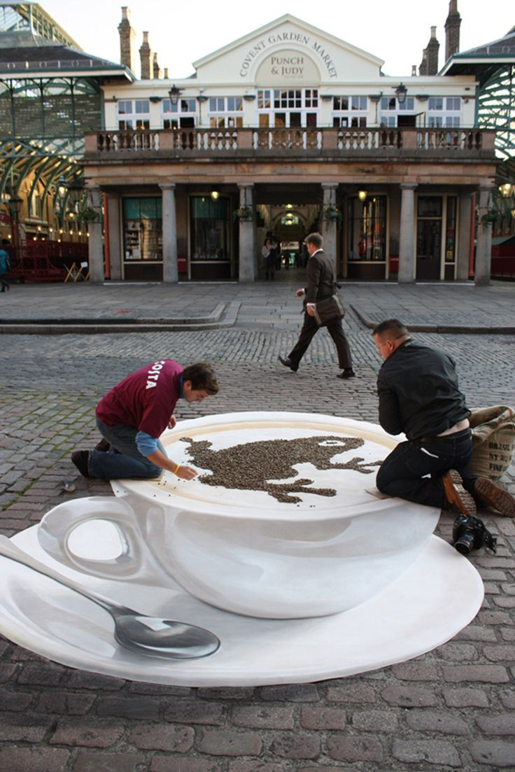 Wow! 3D STREET PAINTING -  Costa - Covent Garden  Finishing touches to chaff frog on 3d street painting