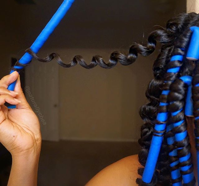 Hey beauties, for those of you asking for a tutorial on these heatless curl, there's already a detailed how to roll flexi rods on my channel (link to the video is in my bio), but I'll definitely try and upload a separate video with these size rods! I used mousse and a little bit of the @frizzfreecurls blueberry bliss twist-n-shout cream to set the style. Don't forget to subscribe #flexirods #curls #naturalhair #youtube #subscribe
