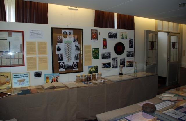 tentoonstelling de waarde van het kleine erfgoed voor familiegeschiedenis - Familie Van Neste uitbaters van de brouwerij 't Hamerken in de Langestraat in Brugge - Erfgoeddag 2007
