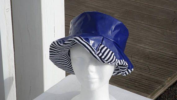 258aa878fab4 chapeau de pluie bleu en vinyle bleu doublé d un coton éponge marin femme  créateur