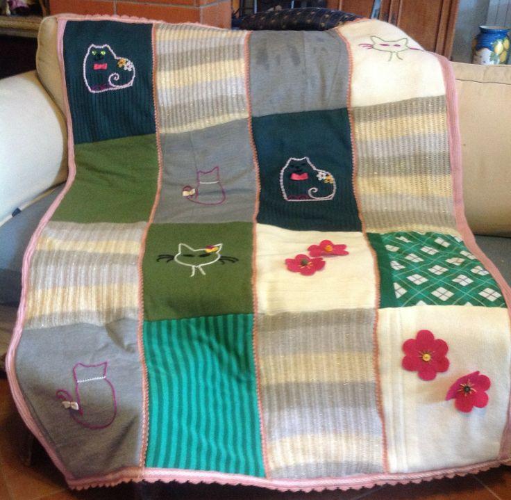 COPERTA PATCHWORK IN LANA CON MAGLIONI RICICLATI : Tessili e tappeti di le-creazioni-di-nonna-betta