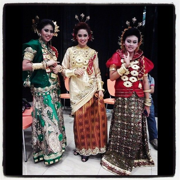 .@inidedee | #me #makassar #bajubodo #indonesia #culture #visitindonesia #fashion | Webstagram - the best Instagram viewer