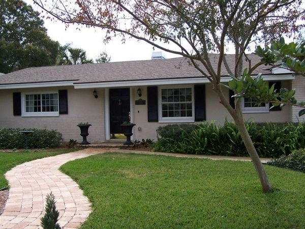 Painted brick ranch with simple landscaping i used to loathe the 50s and 60s ranch homes now - Exterior paint ideas for ranch style homes set ...