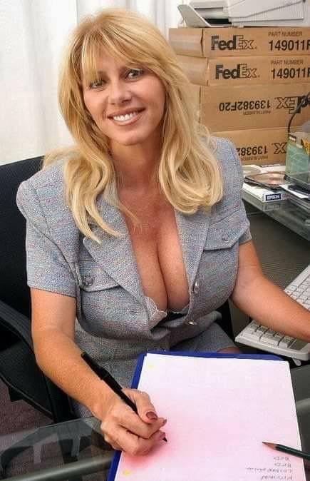 Women suntanning nude pics