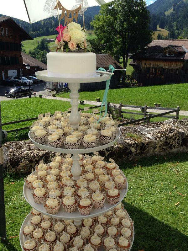 De gigantische cupcake toren, van bruidspaar Jesse en Oliver.