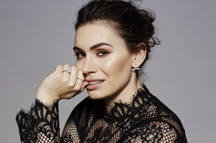 from jaehakim.com: As the daughter of Kiss frontman Gene Simmons and former Playboy model Shannon Tweed, Sophie Simmons is no stranger to the limelight.