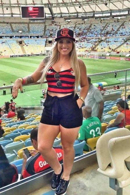 Musa do Flamengo, mulher de Muralha marca presença no Maracanã: 'Não vai passar nada'