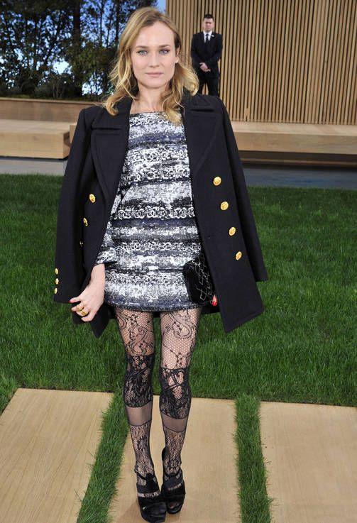 Chanelin haute couture-näytöksessä Diane Krüger rokkasi jopa pitsisiä sukkahousuja.