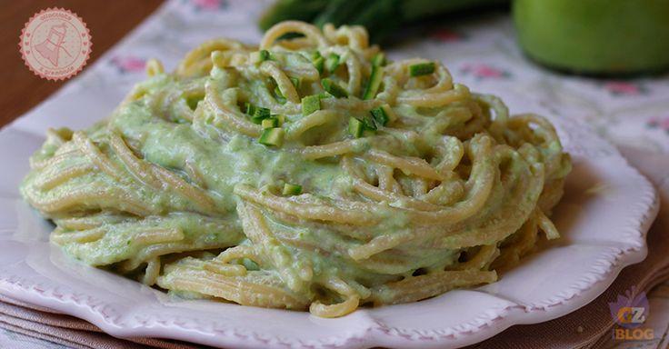 Pasta zucchine e ricotta un primo piatto veloce, gustoso, sfiziosissimo, senza cottura e pronto in pochi minuti e poi è cremosissimo.