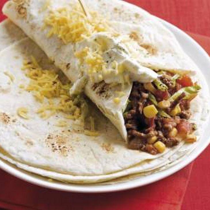 Mexicaanse Tortilla Recept recept Hoofdgerechten met olie, uitje, rundergehakt, tomaatblokjes, cacaopoeder, wraptortilla, ijsbergsla, maïskorrels, room