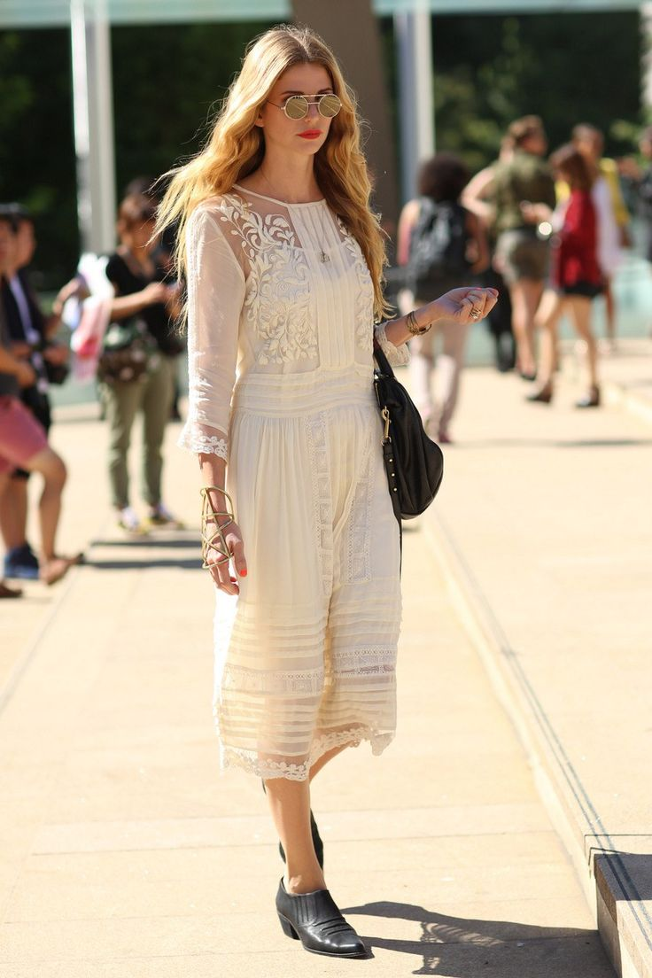 NYFW streetstyle: Vintage Chic, Street Looks, Fashion Week, Street Styles, New York Fashion, White Lace, Romantic Dresses, The Dresses, Lace Dresses