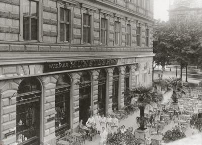 Wiener Künstlercafé. An der Ecke Luegerring und Schreyvogelgasse. Wien. Photographie um 1910.