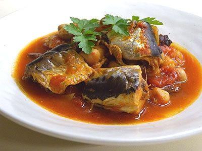 ストックしやすい豆缶やトマト缶を使ったいわしのトマト煮。忙しい時にサッと作れるおすすめレシピです。
