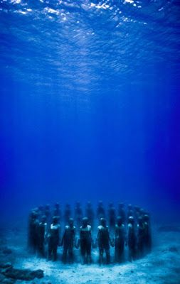 le créateur du premier parc de sculptures sous-marin, Jason de Caires Taylor. Sa démarche s'inscrit dans le questionnement soulevé par certains artistes contemporains autour d'aspects écologiques et environnementaux.
