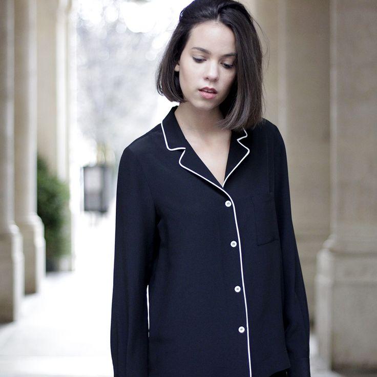 D'inspiration pyjama, la blouse Pascale en soie noire se pare d'un col chemisier souligné d'un séduisant biais blanc. Tout en sobriété, la blouse...