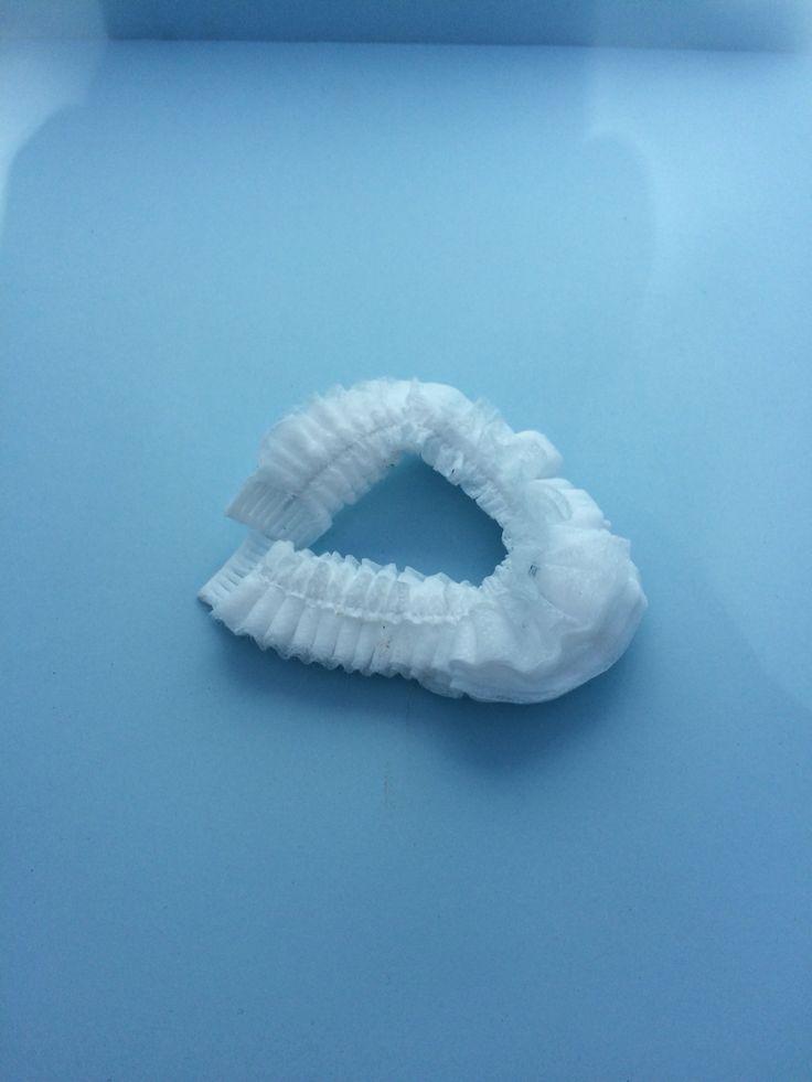 Tek kullanımlık beyaz renkli, nonwoven kumaş'dan üretilmiş 44 cm boyunda. www.asfmedikal.com