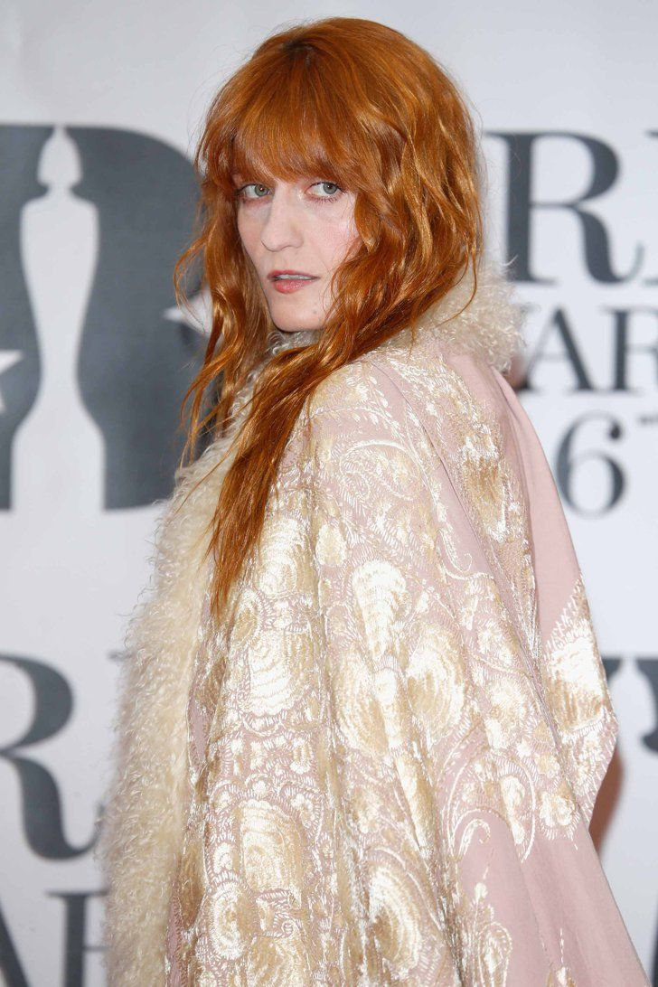 Pin for Later: Die Superstars strahlen auf dem roten Teppich der BRIT Awards in London Florence Welch