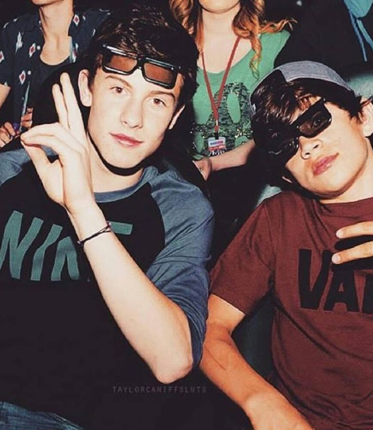 People been asking who is next to Shawn? And obviously is Hayes Grier. They were together in Magcon ♀️♀️❤️