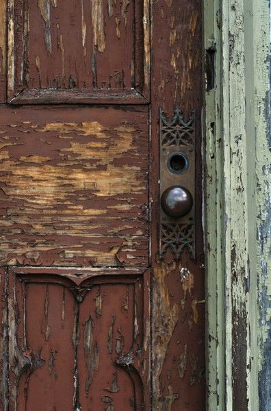 Love this old door and crumbling paint, unique backplate behind the knob, too~❥