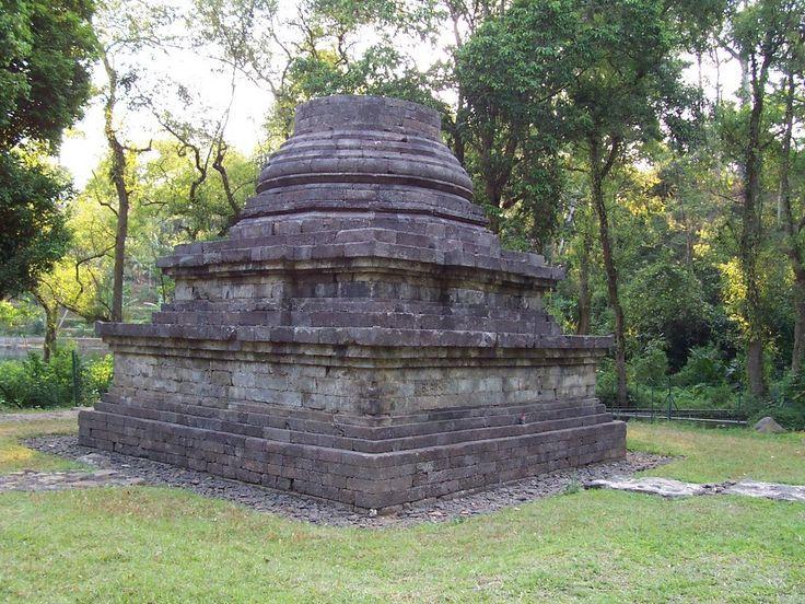 Candi Sumberawan yang Berbentuk Unik di Jawa Timur - Jawa Timur