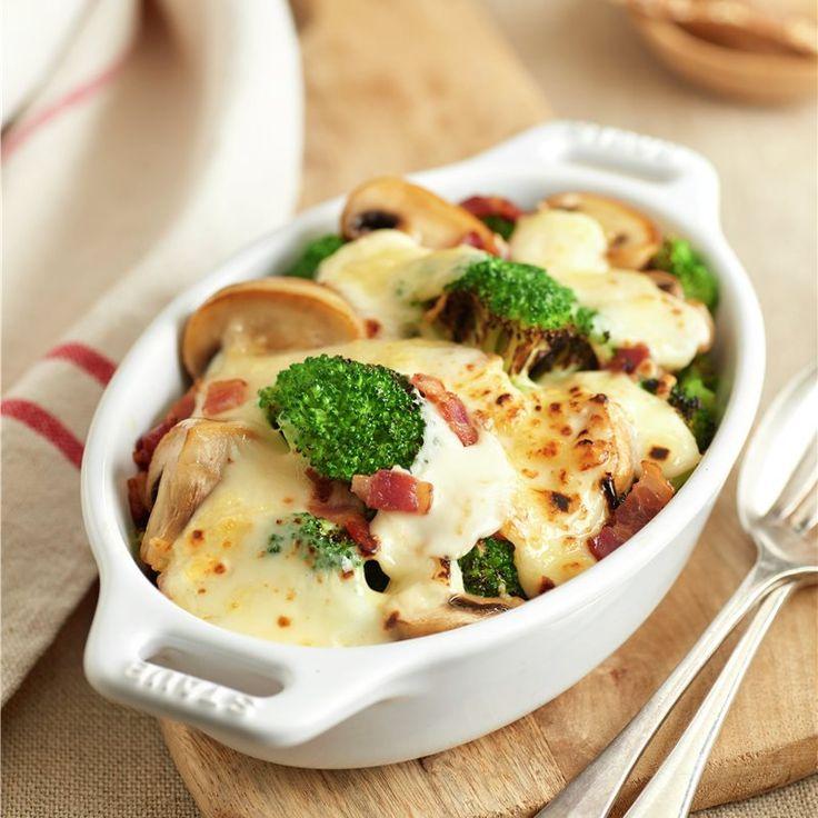 Disfruta de este delicioso plato de brócoli con champiñones, gratinado. Broccoli Bake, Broccoli Salad, Cheeseburger Chowder, Mashed Potatoes, Bacon, Stuffed Mushrooms, Soup, Healthy Recipes, Healthy Food