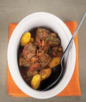 Beef and Beer With Yellow Potatoes This slow-simmered stew has loads of flavor, thanks to crisp bacon, allspice, garlic, sugar, canned tomatoes, and dark beer.: Casseroles Dishes, Corn Beef, Beer, Maine Dishes, Yellow Potatoes Recipe, Real Simple Recipe, Potato Recipes, Food Recipe, Food Drinks