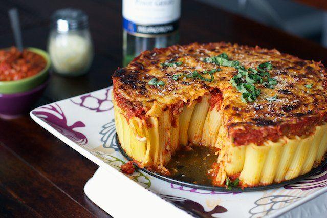 Gek op pasta en op zoek naar iets nieuws? Waarom maak je geen pasta taart? Ik eet dit vanavond!