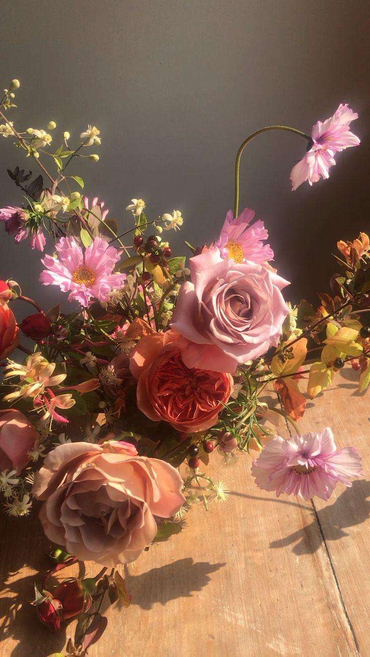 Cosmos and garden rose flower arrangement. Garden wedding