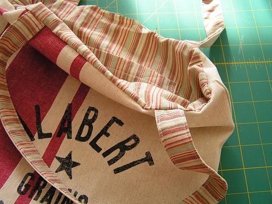 Kitchen towel bag: Towels Tutorials, Sewing Stuff, Kitchens Towels, Kitchen Towels, Towels Bags, Sewing Vintage, Home Kitchens, Blog, Teas Rose