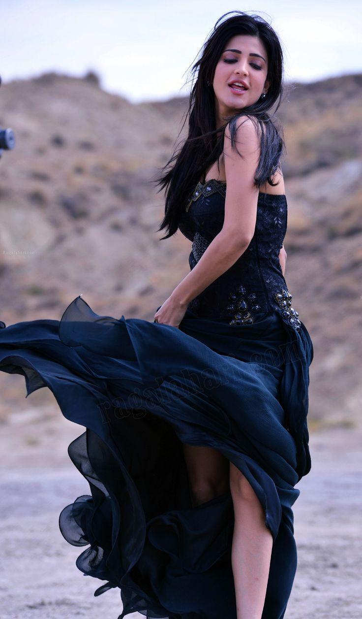 Shruti Haasan aka Shruti Hassan sexy pictures in black color frock dress