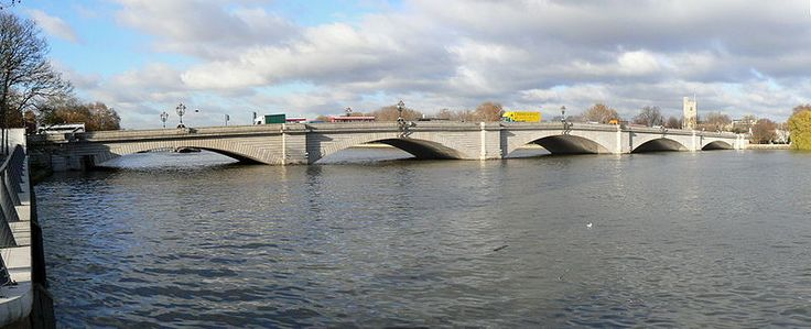 Putney Bridge, West London. Starting point of the annual boat race between Cambridge and Oxford Universities.