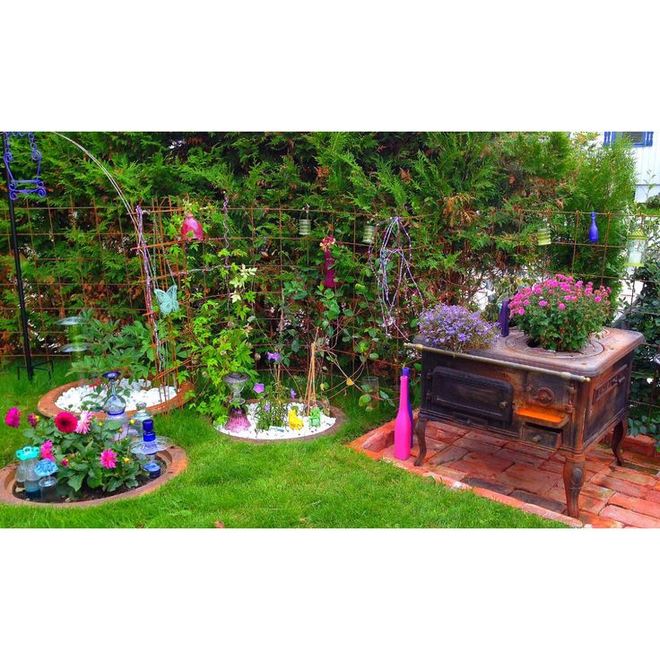 With glass, iron, steel, stones and flowers, I got amazing colors in my garden this summer. Aug.-14.